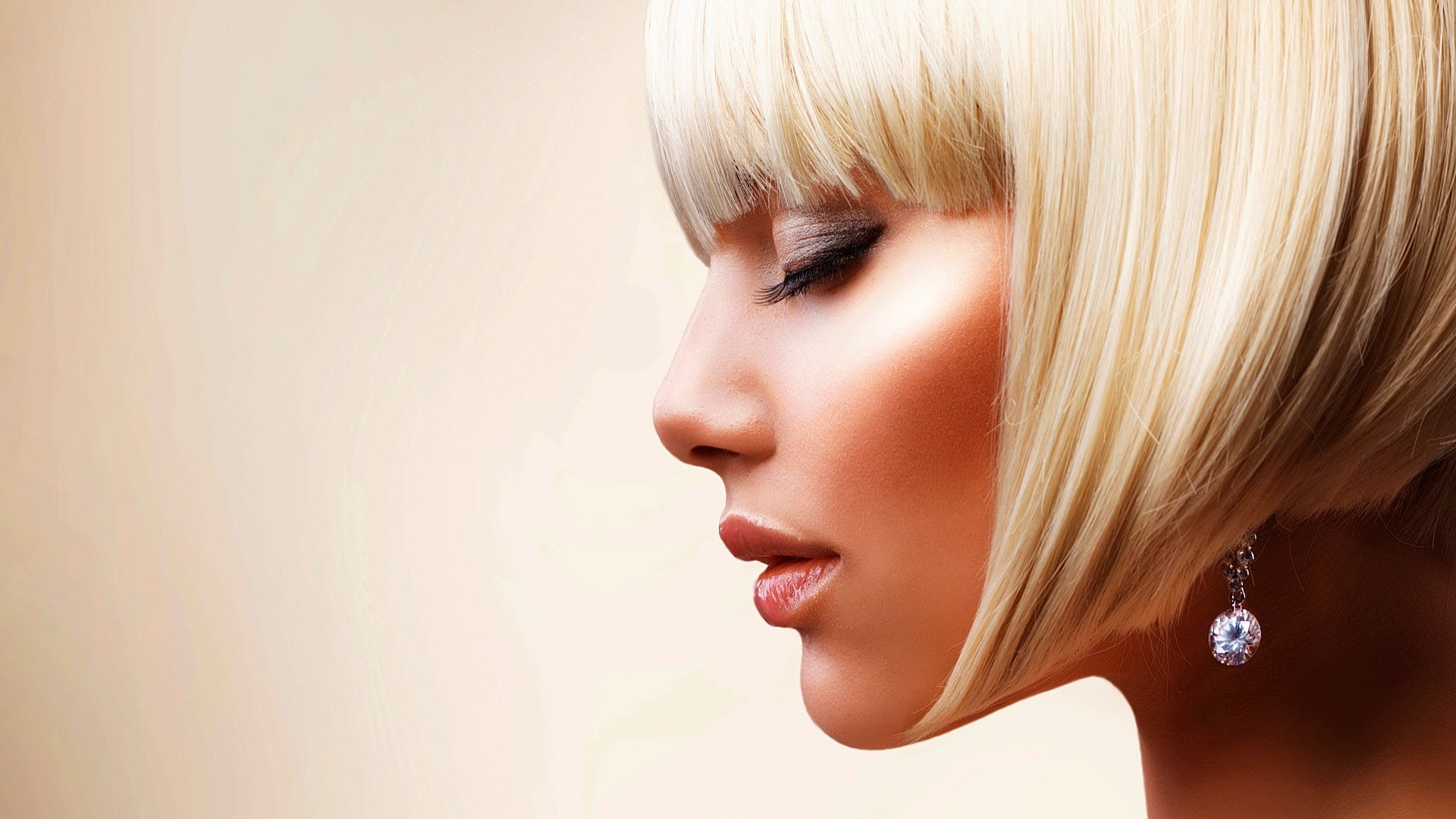 Bob and Blunt Bob Haircuts for Women Above 70